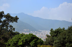 Cityscape van Katmandu Nepal bekijkt op Swayambhunath-Tempel Stock Fotografie