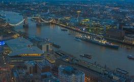 Cityscape van Londen bij schemer Stock Foto