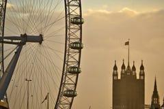 Cityscape van Londen van het Oog en de Toren gekleurd sepia van Londen Royalty-vrije Stock Afbeelding