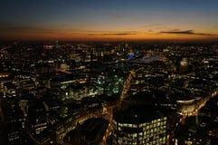 Cityscape van Londen na zonsondergang Stock Afbeeldingen