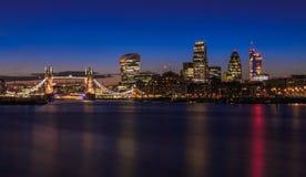 Cityscape van Londen na zonsondergang Stock Foto
