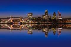 Cityscape van Londen na zonsondergang Stock Foto's