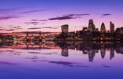 Cityscape van Londen tijdens Zonsondergang Stock Foto's