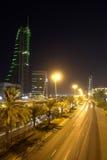 Cityscape van Manama - nachtscène Stock Foto's