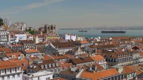 Cityscape van met de architectuur van Lissabon en rivier, Portugal stock videobeelden