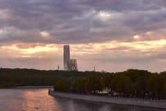 Cityscape van Moskou bij zonsondergang Stock Afbeeldingen