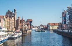 Cityscape van Oude Stad met mastkraan in Gdansk royalty-vrije stock fotografie