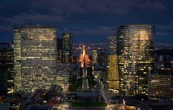 Cityscape van Parijs bij Nacht Stock Foto