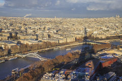 Cityscape van Parijs, schaduw van de Toren van Eiffel zichtbaar op het beeld. Stock Foto