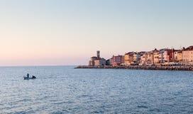 Cityscape van Piran bij zonsondergang, Slovenië, Europa Stock Afbeelding