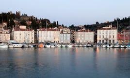 Cityscape van Piran bij zonsondergang, Slovenië, Europa Stock Foto's