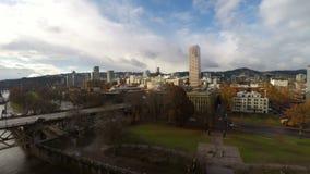 Cityscape van Portland Luchtrivierbrug stock videobeelden