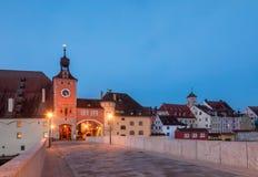 Cityscape van Regensburg van Steenbrug over de rivier Beieren Duitsland van Donau royalty-vrije stock fotografie