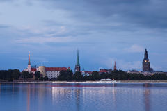 Cityscape van Riga van de nacht Stock Fotografie