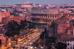 Cityscape van Rome bij schemer Stock Afbeeldingen