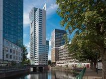 Cityscape van Rotterdam met kanaal en gebouwen royalty-vrije stock afbeelding