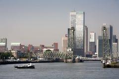 Cityscape van Rotterdam zuidenbank Stock Foto's