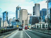 CITYSCAPE VAN SEATTLE WASHINGTON HORIZON OP GEDEELTELIJK BEWOLKTE DAG Royalty-vrije Stock Fotografie