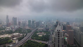 Cityscape van Shanghai van de onweers regenachtige hemel de tijdtijdspanne China van het dak hoogste panorama 4k stock footage