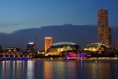 Cityscape van Singapore bij nacht, Singapore - 30 Juli 2011 Stock Foto