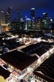 Cityscape van Singapore bij schemer Stock Foto's