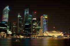 Cityscape van Singapore met Maan Stock Afbeelding