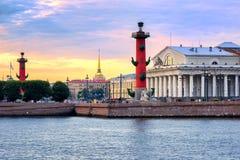Cityscape van St. Petersburg, Rusland, op zonsondergang royalty-vrije stock foto