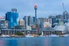 Cityscape van Sydney bij blauw uur Stock Foto's