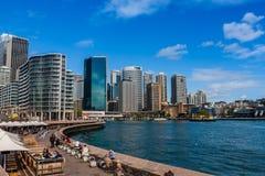 Cityscape van Sydney Harbor en de promenade stock afbeeldingen