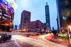 Cityscape van Taipeh bij schemering in de stad van Taiwan Royalty-vrije Stock Afbeeldingen