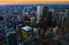 Cityscape van Toronto bij schemer stock afbeelding