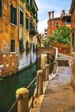 Cityscape van Venetië, gebouwen, waterkanaal en brug Italië Royalty-vrije Stock Fotografie