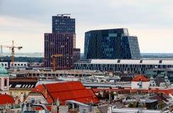 Cityscape van Wenen met horizon van historische en moderne gebouwen royalty-vrije stock afbeeldingen