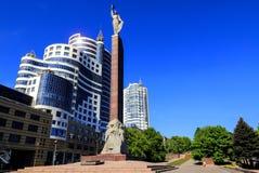cityscape Wysoki góruje przeciw niebieskiemu niebu, drapacz chmur i budynki biurowi w centrum Dnipro miasto Dnepropetrovsk, Dnepr zdjęcia stock