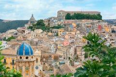 Cityscapen av staden av Ragusa Ibla i Sicilien i Italien Royaltyfria Foton