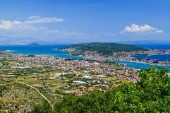 Cityscapen Trogir, Kroatien arkivfoto