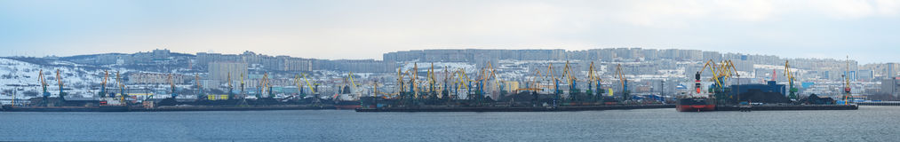 Cityscapepanorama av Murmansk Royaltyfria Foton