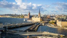 Cityscapes van Stockholm, Zweden met mening van Gamla Stan royalty-vrije stock foto's