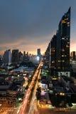Cityscapesikt av det Silom centret i central affär för Bangkok stad arkivbilder