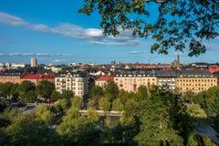 Cityscapesikt av Stockholm från ovannämnt med träd och byggnader Royaltyfri Bild