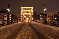 Cityscenic von Amsterdam nachts die Niederlande Lizenzfreie Stockfotos