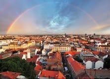 Cityspace de Zagreb con el arco iris fotografía de archivo libre de regalías