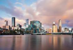 Cityspace på solnedgången Arkivfoton