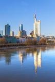 Cityview της Φρανκφούρτης με τον ποταμό Στοκ φωτογραφία με δικαίωμα ελεύθερης χρήσης