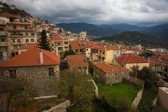 Cityview на горном селе Karpenisi, Evitania, Греции Стоковые Фото