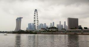 Cityview de Singapur con time lapse de la nubosidad de la noria almacen de video