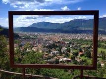 Cityview di Bolzano nel telaio Fotografie Stock Libere da Diritti