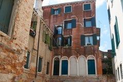Cityview z dziejowymi domami Wenecja, Włochy Obrazy Stock