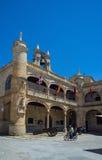 Ciudad罗德里戈,萨拉曼卡市长正方形的城镇厅  西班牙 免版税库存照片