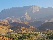 Ciudad árabe en montañas fotografía de archivo